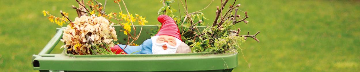 Trädgårdstomte i trädgårdsavfallet förstör komposten