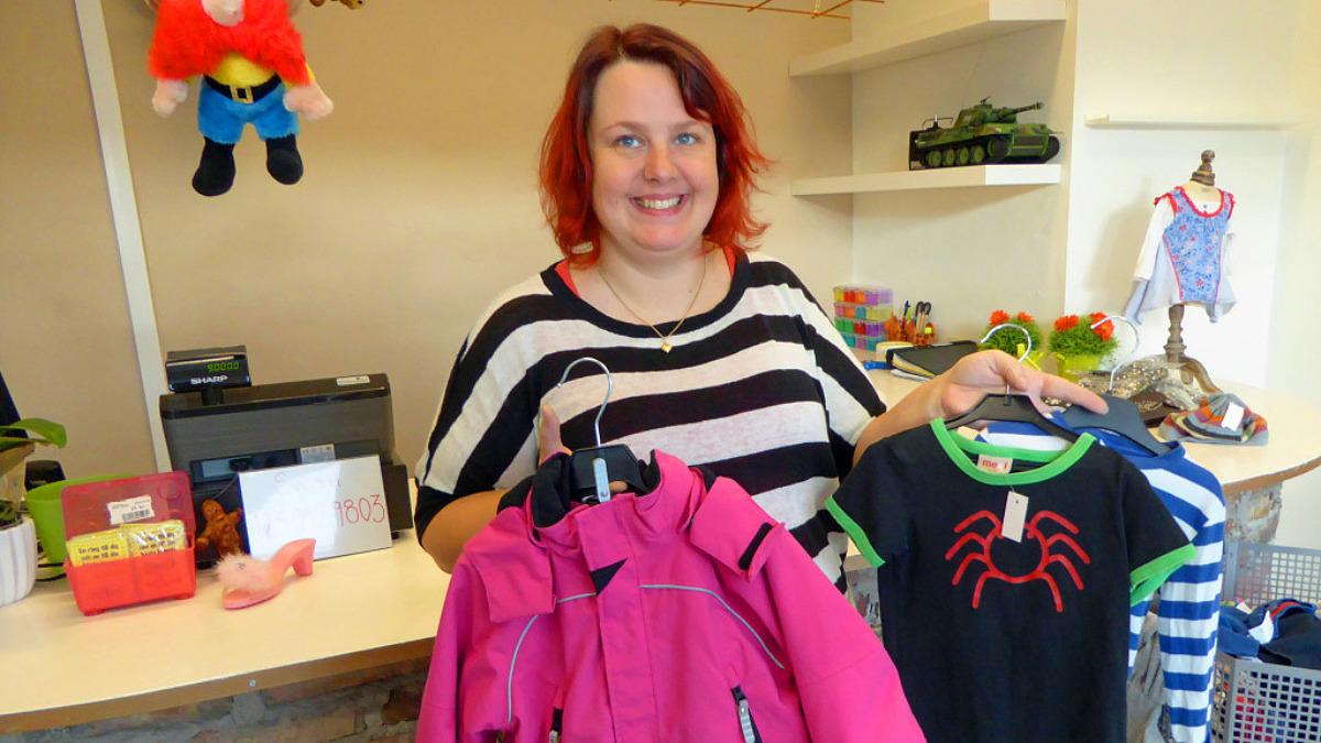 """Mirjam: """"Ytterkläder och t-shirtar till pojkar är det som säljer bäst"""""""